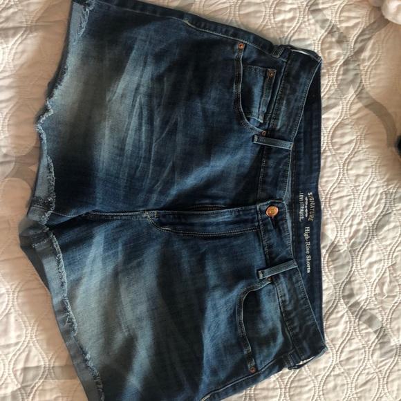 Levi's Pants - Levi high rise shorts